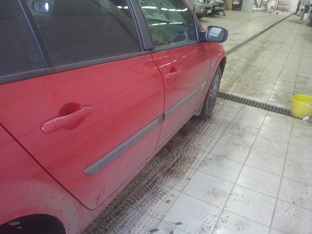 Renault Megane II / Ремонт переднего и заднего бамперов, покраска бамперов и молдингов кузова. / СТО Р-Кузов / до ремонта
